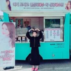 Yoo In Na Gifts IU With A Food Truck On The Set Of Her New Drama