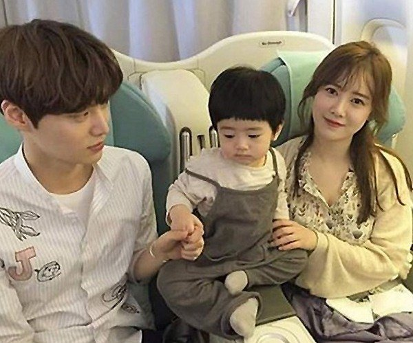 Ku Hye Sun And Ahn Jae Hyun Melt Hearts With Baby Photo