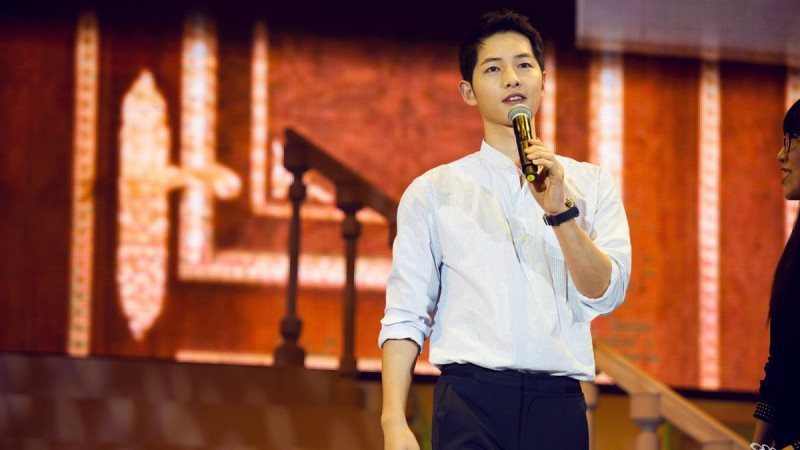 Song Joong Ki Surprises Fans With Park Bo Gums Appearance At Beijing Fan Meeting