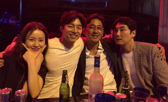 Gong Yoo, Ha Jung Woo, Jo Jin Woong, And Jung Yoo Mi Grab A Drink At Cannes Film Festival