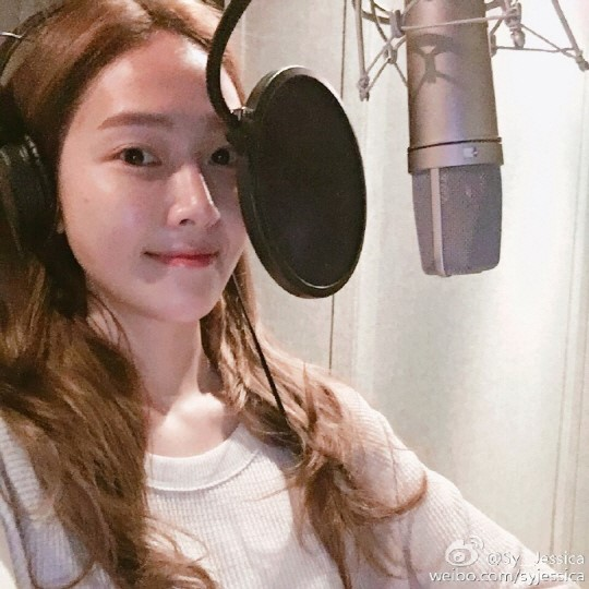 Jessica Reflects Natural Beauty In Recording Room Selfies