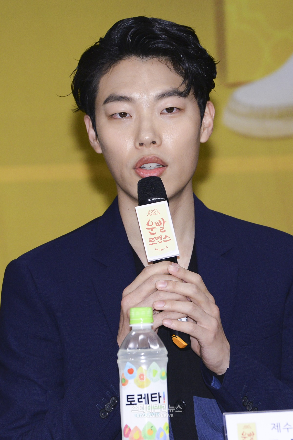 "Ryu Jun Yeol Talks About Overcoming ""Reply 1988"" Popularity With ""Lucky Romance"""