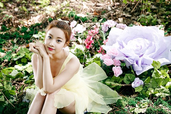 April's Hyunjoo Updates Fans On Her Condition Via Hand-Written Letter