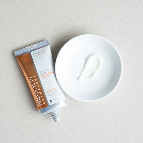 DAY-LIGHT-PROTECTION-SUNSCREEN