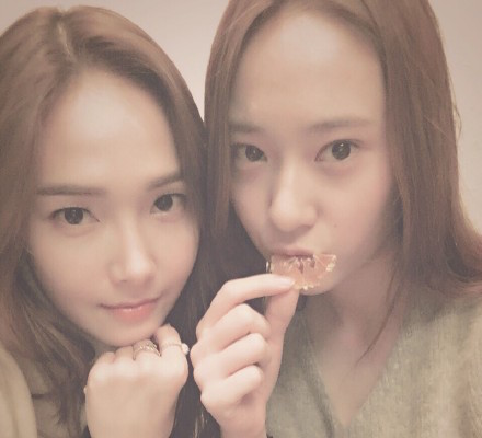 Jessica Expresses Her Love For Younger Sister Krystal In Cute Video