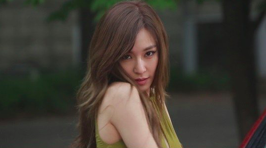 "Tiffany Teases Cosplay Pictures For ""SNL Korea"" Appearance"