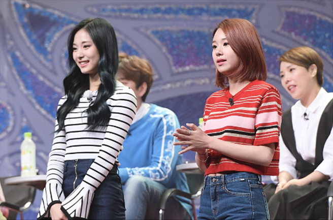 "TWICE's Tzuyu And Chaeyoung To Display Sharp Deduction Skills On ""King Of Mask Singer"""