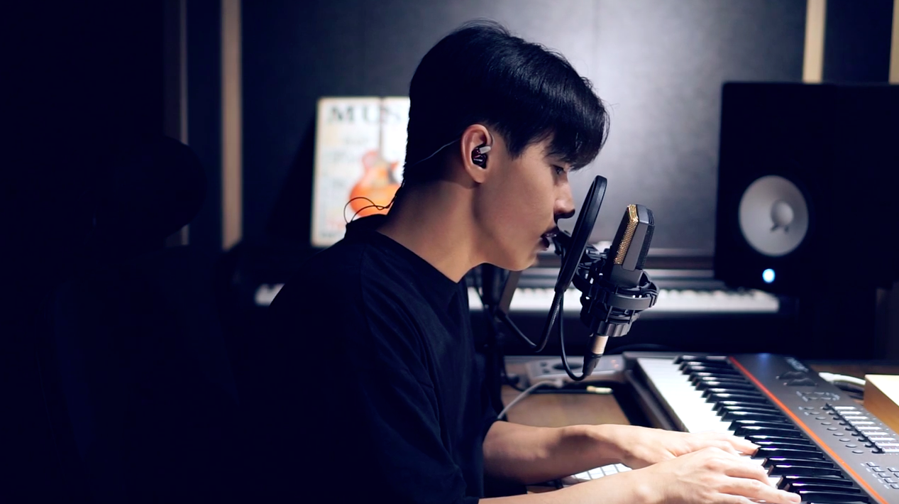 "Watch: Henry Gifts Fans With Passionate Cover Of Zayn's ""Pillowtalk"""