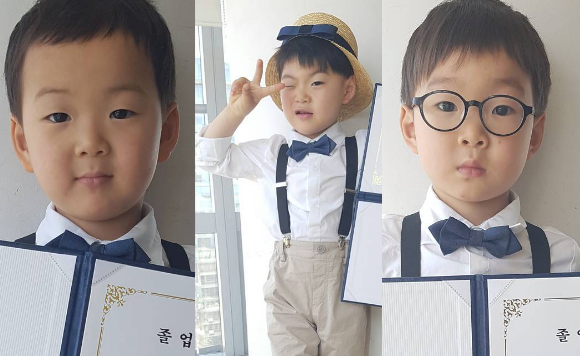 "Song Triplets Display Off ""The Return of Superman"" Diplomas From Fans"