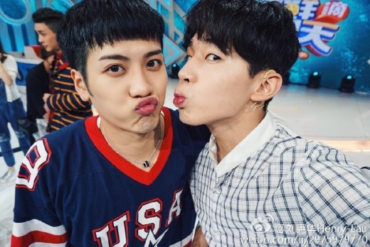 Henry And GOT7′s Jackson Show Some SM+JYP Love Through Friendly Selfies