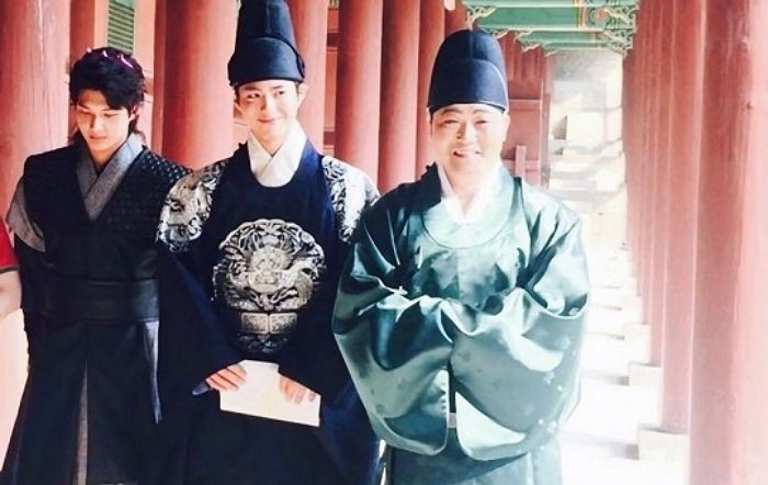 "Park Bo Gum Spotted Filming ""Moonlight Drawn By Clouds"""