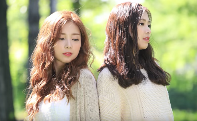"Watch: April's Chaewon And ""Produce 101″ Trainee Chaekyung Drop Duet Single ""Clock"""