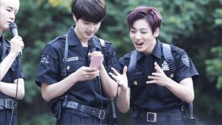 bts-jungkook-jin-phone