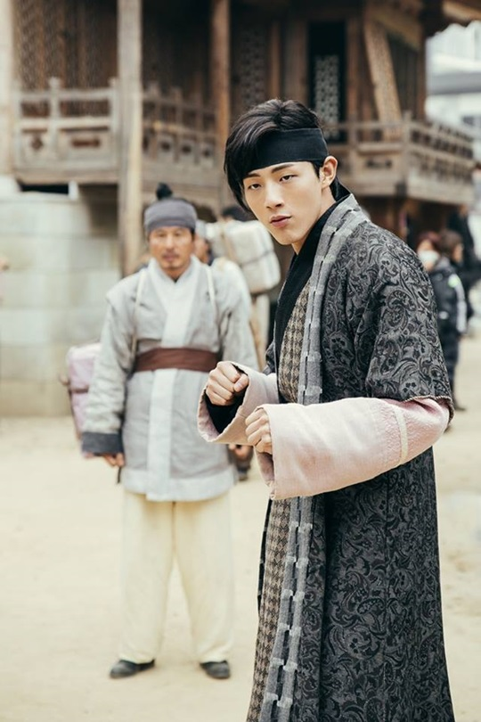 "Ji Soo Is Ready To Fight In New ""Scarlet Heart: Goryeo"" Still + New Character Description"