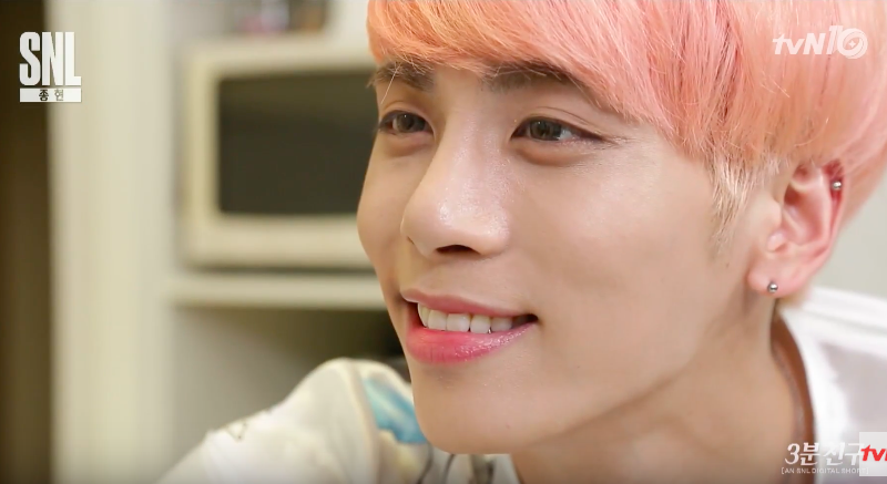 "Watch: SHINee's Jonghyun Becomes An Instant ""3-Minute Friend"" For ""SNL Korea"""