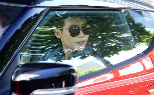 Lee Jong Suk W 2