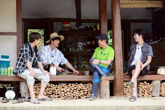"Yoo Hae Jin Surprises ""Three Meals A Day"" Cast With Belated Addition To The Show"