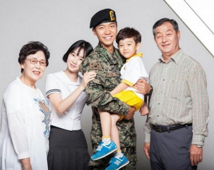 Lee Seung Gi Models In Publicity Poster For The National Armed Forces