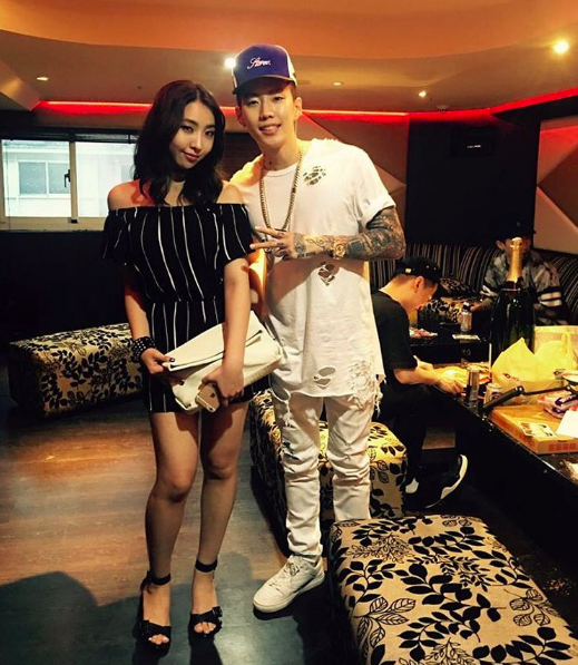 Minzy Showcases Friendship With Artist Jay Park
