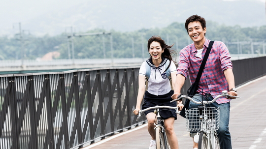 PIC] Behind-The-Scenes Photos Of Park Shin Hye And Kim Rae Won On
