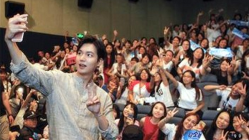 """Lee Min Ho Takes Care Of Fans After """"Bounty Hunters"""" Event Is Canceled In China"""