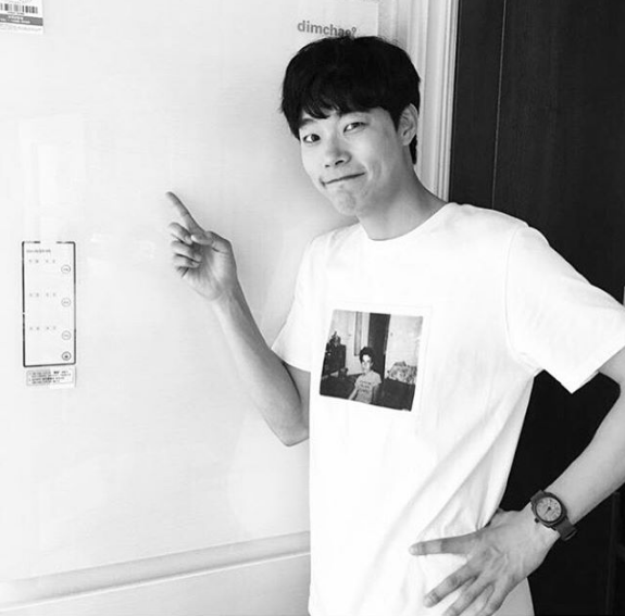 Ryu Jun Yeol Shares Proof Shot Of Refrigerator From JYJs Junsu