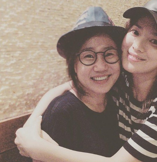 Song Hye Kyo Reunites With Descendants Of The Sun Writer
