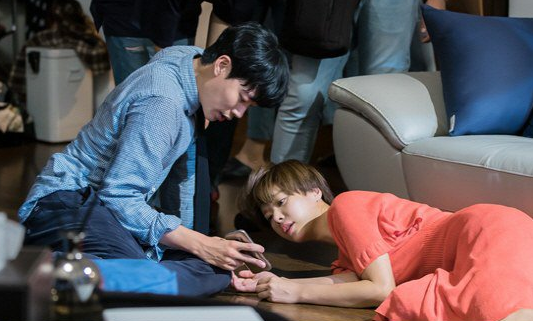"""Lucky Romance"" Reveals Sweet Behind-The-Scenes Photos Of Ryu Jun Yeol And Hwang Jung Eum"