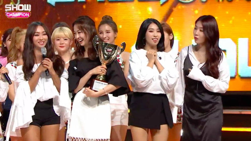 "Watch: SISTAR Takes 1st Win For ""I Like That"" On ""Show Champion,"" Performances By U-KISS, EXID, And More"