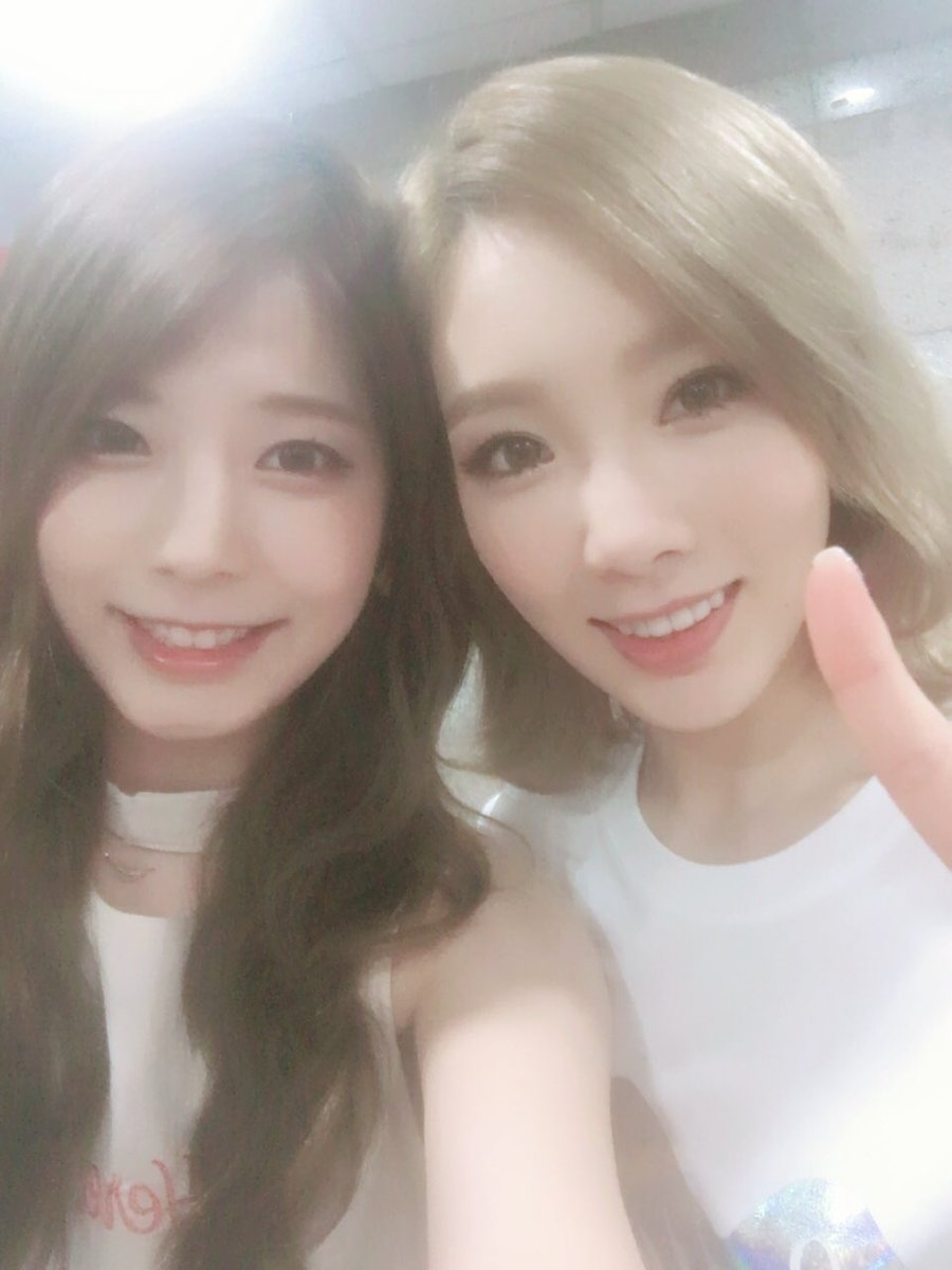Avid Fangirl Juniel Snaps Photo With Her Idol Taeyeon Backstage