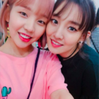 Baek A Yeon Shows Her Love For Younha Backstage At Concert