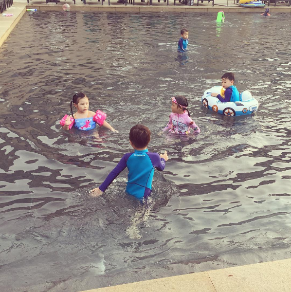 Song Triplets, Choo Sarang, And Ji On Enjoy A Water Park Playdate