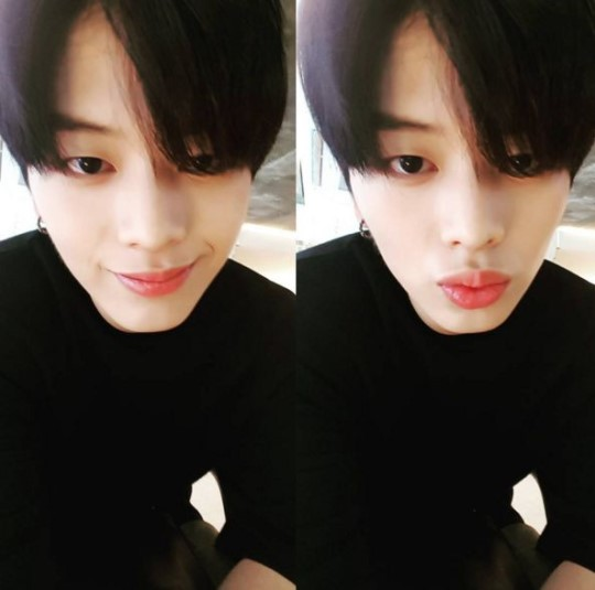 BTOBs Yook Sungjae Assures Fans His Eye Is Fine