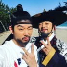 "Yoo Ah In Shows Yoon Kyun Sang Some Love And Support For ""Doctors"""
