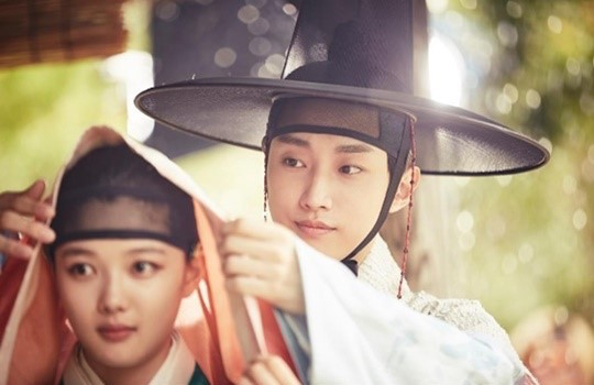 B1A4s Jinyoung And Kim Yoo Jung Are Swoon Worthy In Moonlight Drawn By Clouds Stills