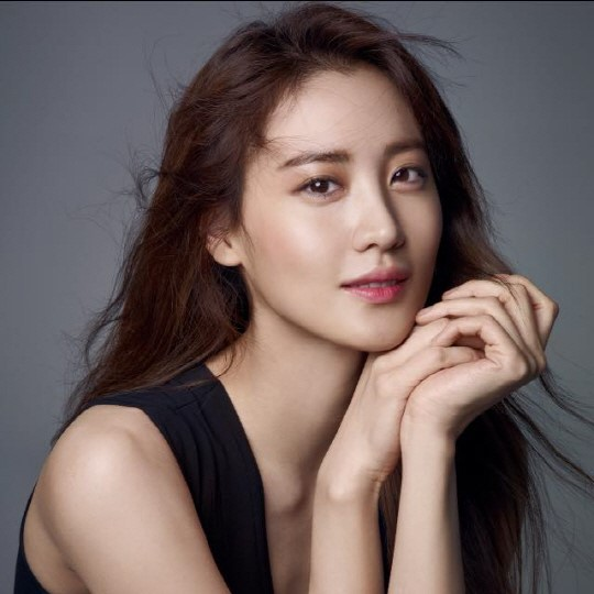 Claudia Kim Confirmed To Star In Stephen King-Inspired Hollywood Film The Dark Tower