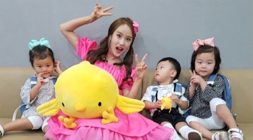 Daebak Becomes A Shy Fanboy In Front Of Carrie From His Favorite Show