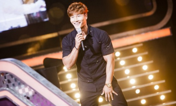 Kim Jong Kook Bares His Six-Pack Abs On Fantastic Duo