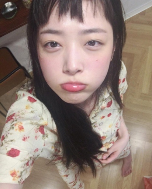 Sulli Returns To Instagram With Cute Selfies