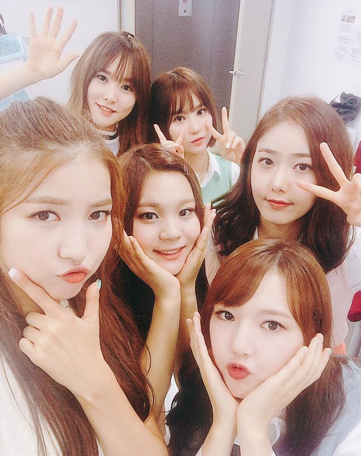 GFRIEND Reigns And f(x) Breaks Into Top 10: Soompi's K-Pop Music Chart, August Week 2