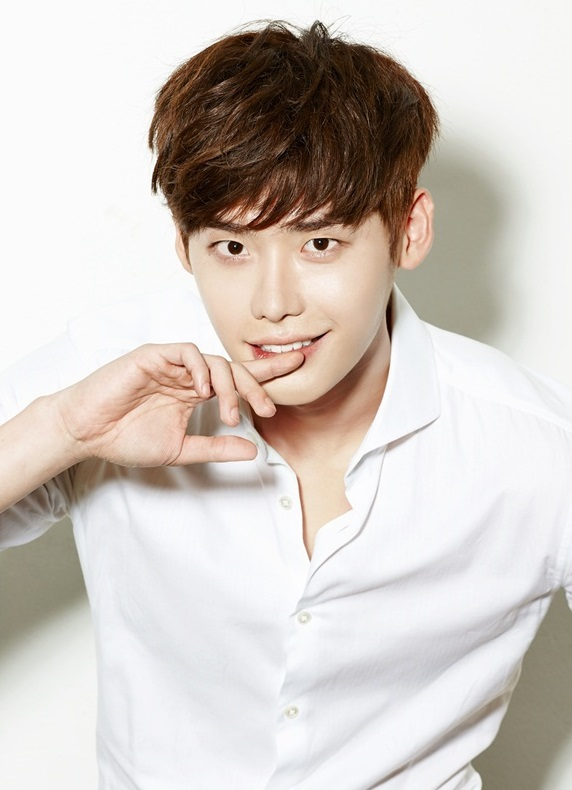 Lee Jong Suk Asks Fans For Song Recommendations