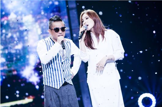 Watch: Gummy And Kim Gun Mo Create Unique Musical Chemistry In Collaboration Performance