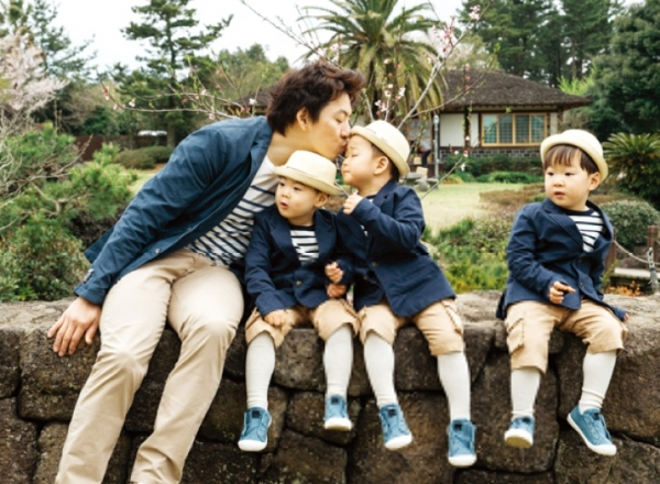 Song Il Gook Shares Adorable Throwback Photo Of Triplets Taking A Refreshing Dip