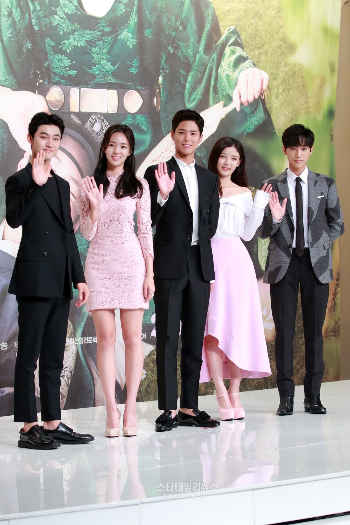 """""""Moonlight Drawn By Clouds"""" Talks About Competition With """"Scarlet Heart: Goryeo"""""""