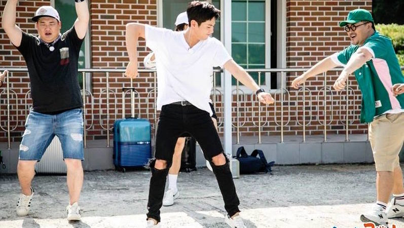 """Park Bo Gum Shows Off His Dance Moves In Stills From """"2 Days & 1 Night"""""""