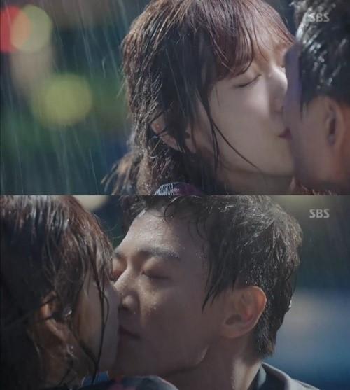 Doctors kiss scene