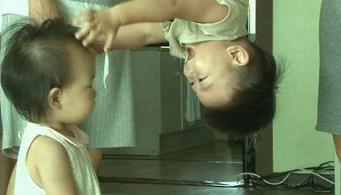 """Daebak And Rohee Do An Adorable Parody Of Iconic """"Spider-Man"""" Kiss"""