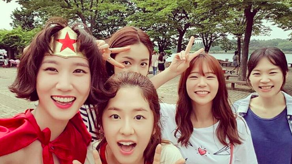 "Han Seung Yeon Bids A Touching Farewell To ""Age Of Youth"""
