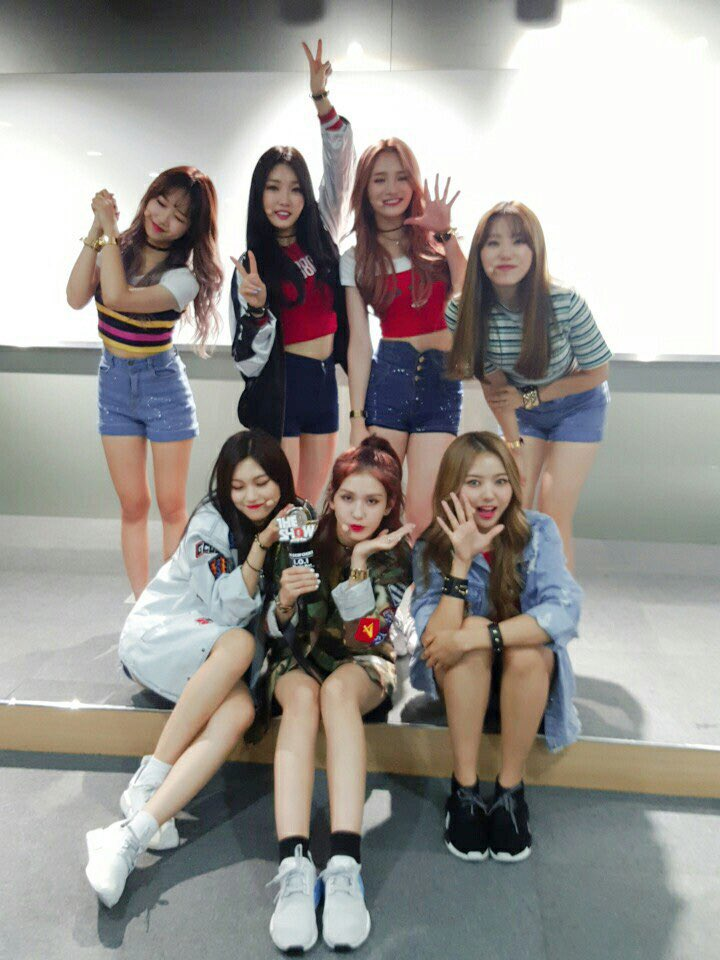 "I.O.I Grabs 5th Win For ""Whatta Man"" On ""The Show,"" Performances By UP10TION And More"
