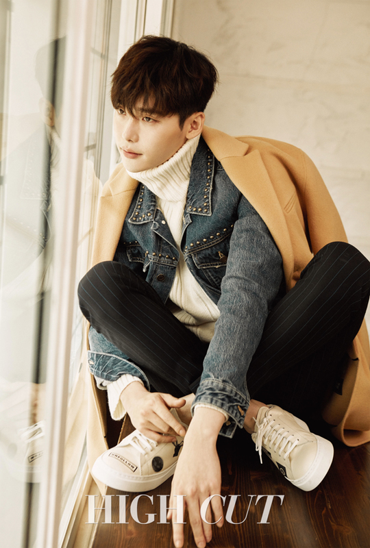 "Lee Jong Suk Dishes On Handcuff Kiss Scene And ""W"" Work ..."